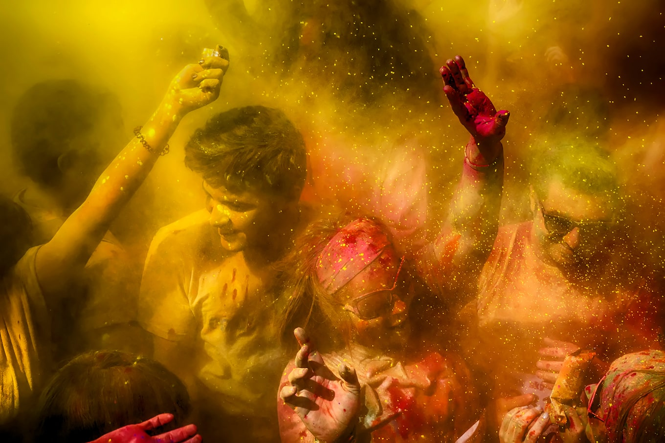 murat-pulat-sony-alpha-7II-dancers-in-cloud-of-coloured-dust
