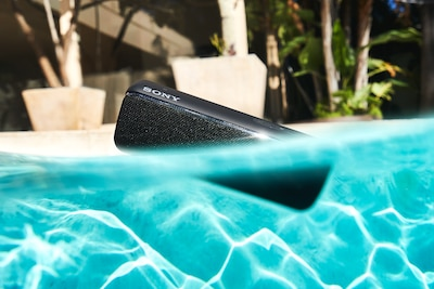 SRS-XB32-speaker in water