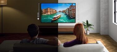 Image divisée illustrant la luminosité du téléviseur dans une pièce lumineuse ou sombre
