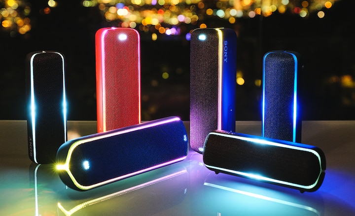 Een reeks draadloze speakers verbonden via Wireless Party Chain